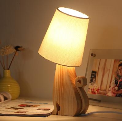 โคมไฟตั้งโต๊ะไม้รูปแมว