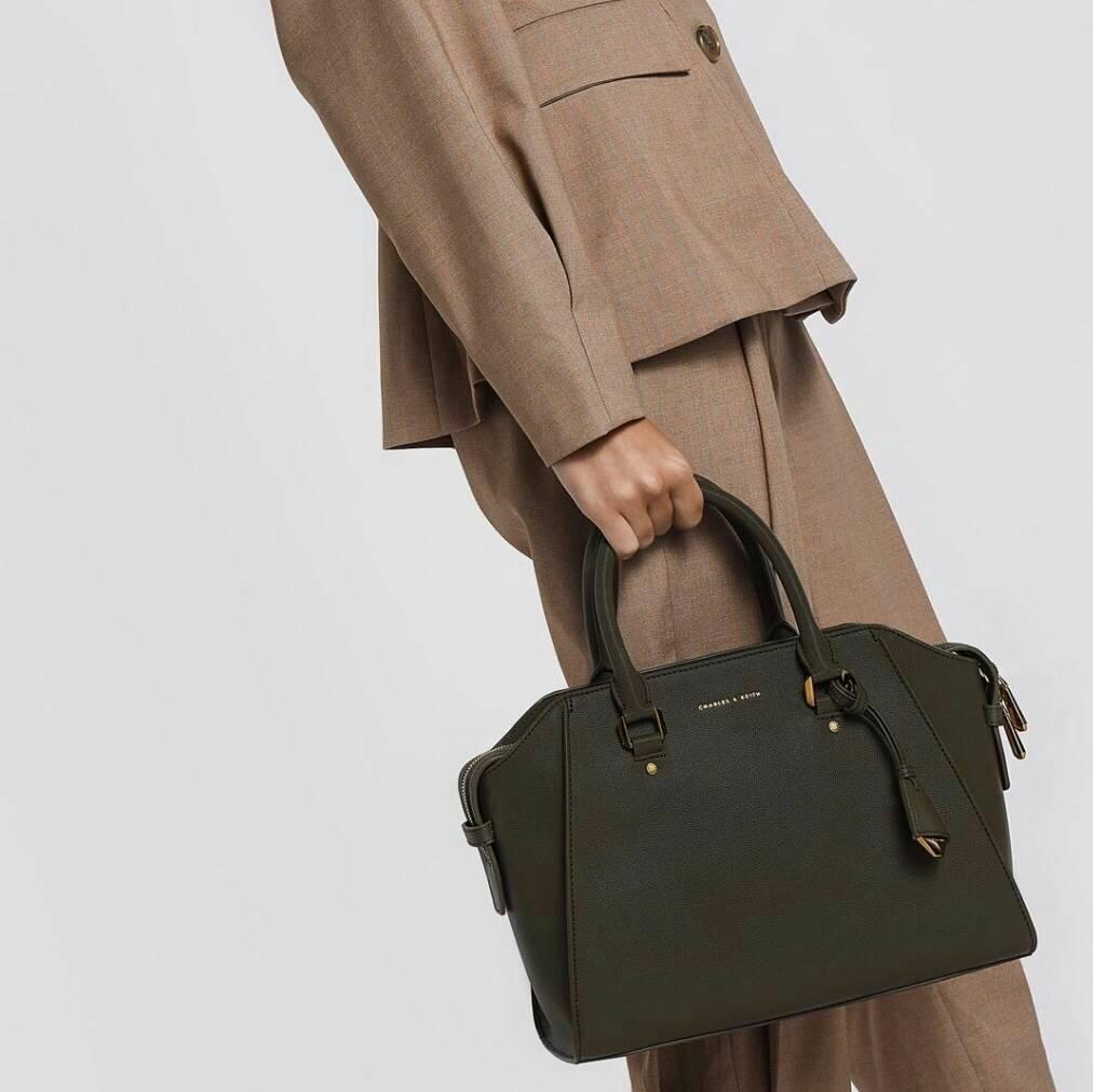 CHARLES & KEITH Structured Bag มี 3 สีให้เลือกค่ะ *สินค้า outlet สำเนา