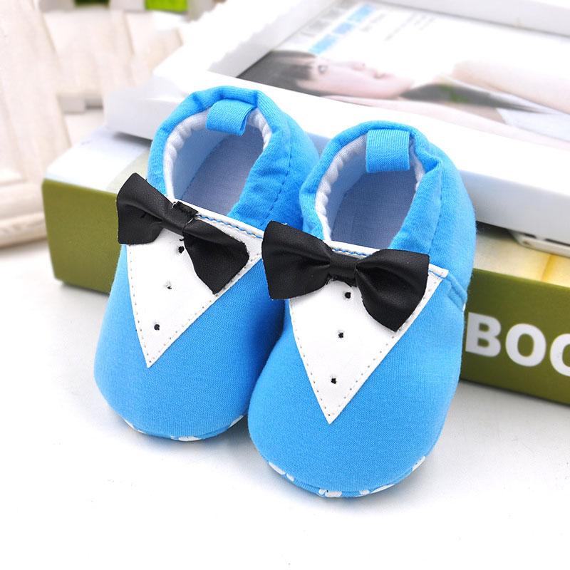 รองเท้าเด็กอ่อน ลายสูทสีฟ้า วัย 0-12 เดือน
