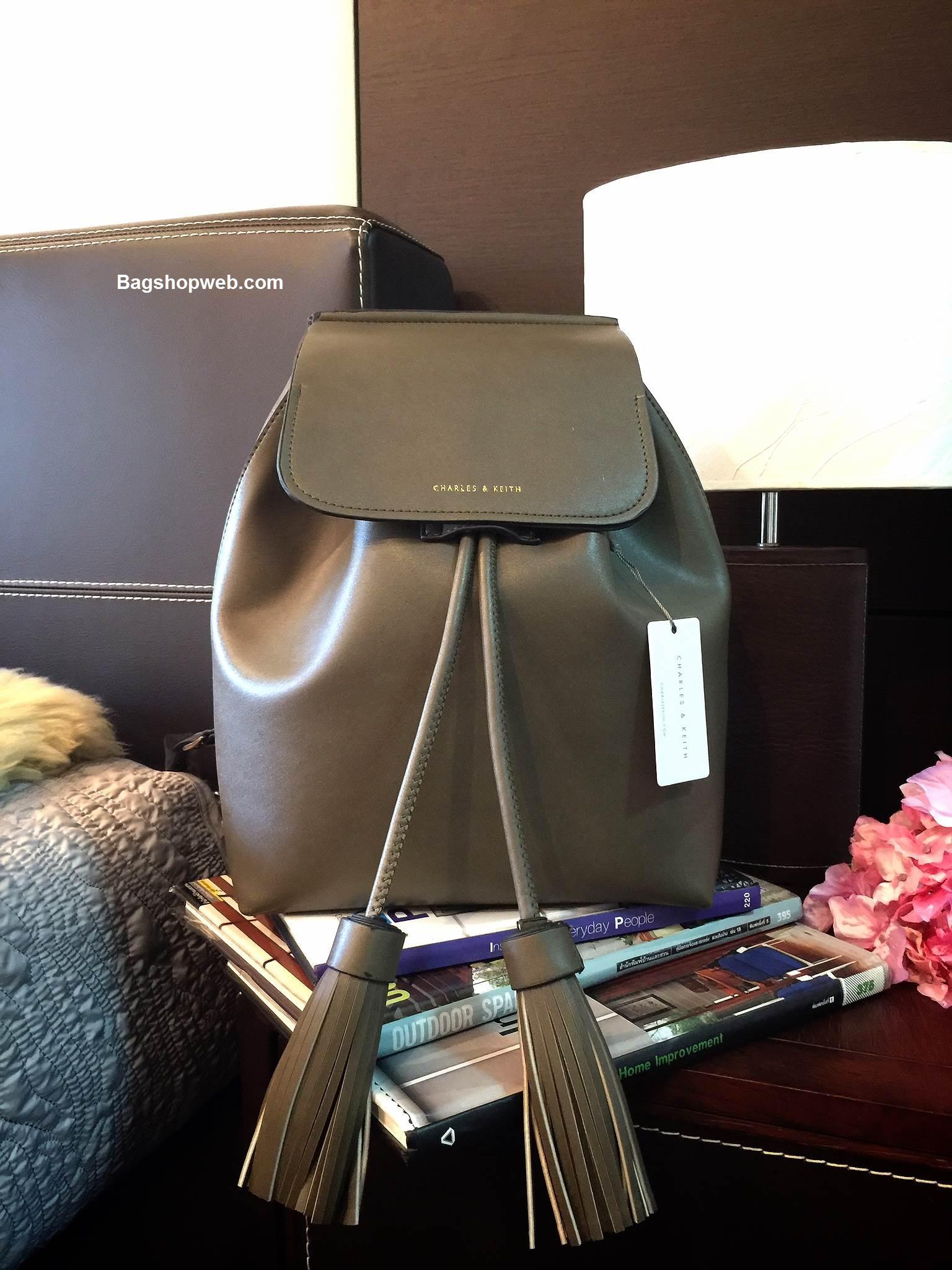 กระเป๋าเป้ CHARLES & KEITH DRAWSTRING BAGPACK สี Olive 1,590 บาท Ems Free