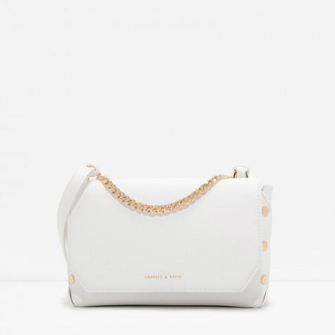 กระเป๋าสะพายข้างครอสบอดี้แต่งหมุด Charles & Keith Studded Chain Crossbody สีขาว ราคา 1,390 บาท Free Ems