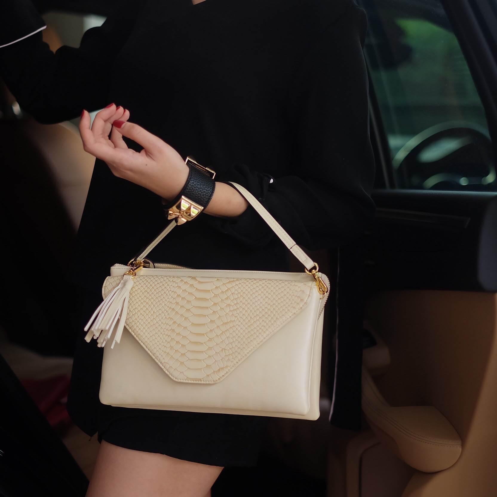 กระเป๋าสะพาย ปรับเป็นคลัชได้ สีครีม รุ่น KEEP Doratry shoulder &clutch bag