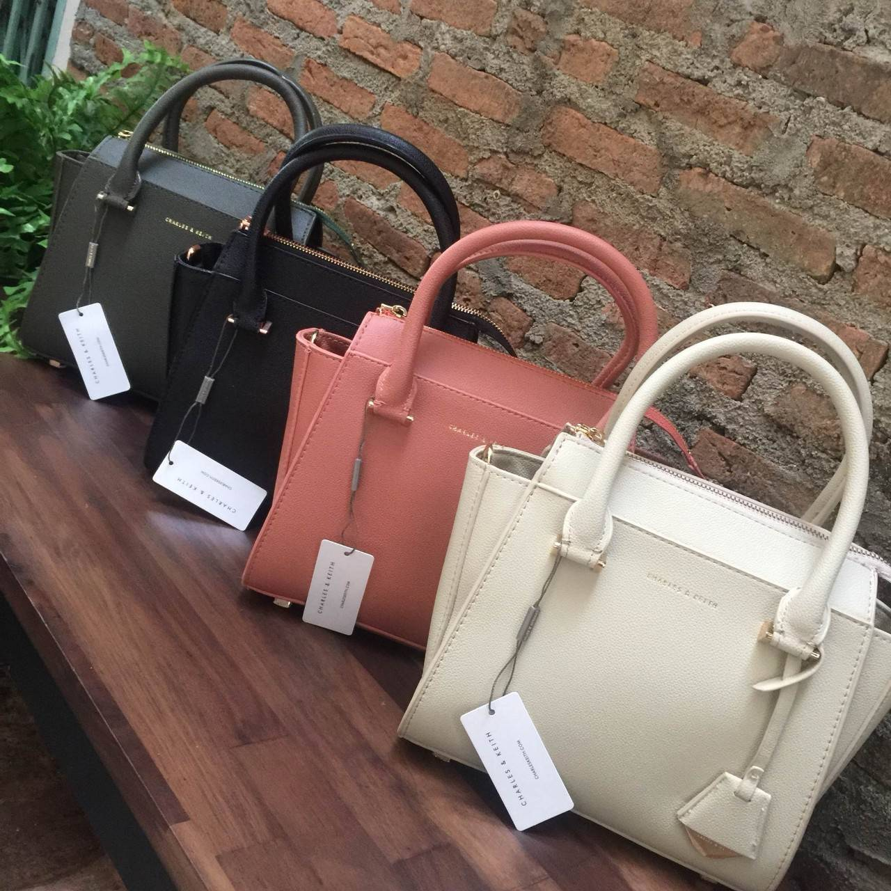 CHARLES & KEITH Mini CITY BAG มี 4 สีให้เลือกค่ะ * สินค้า outlet