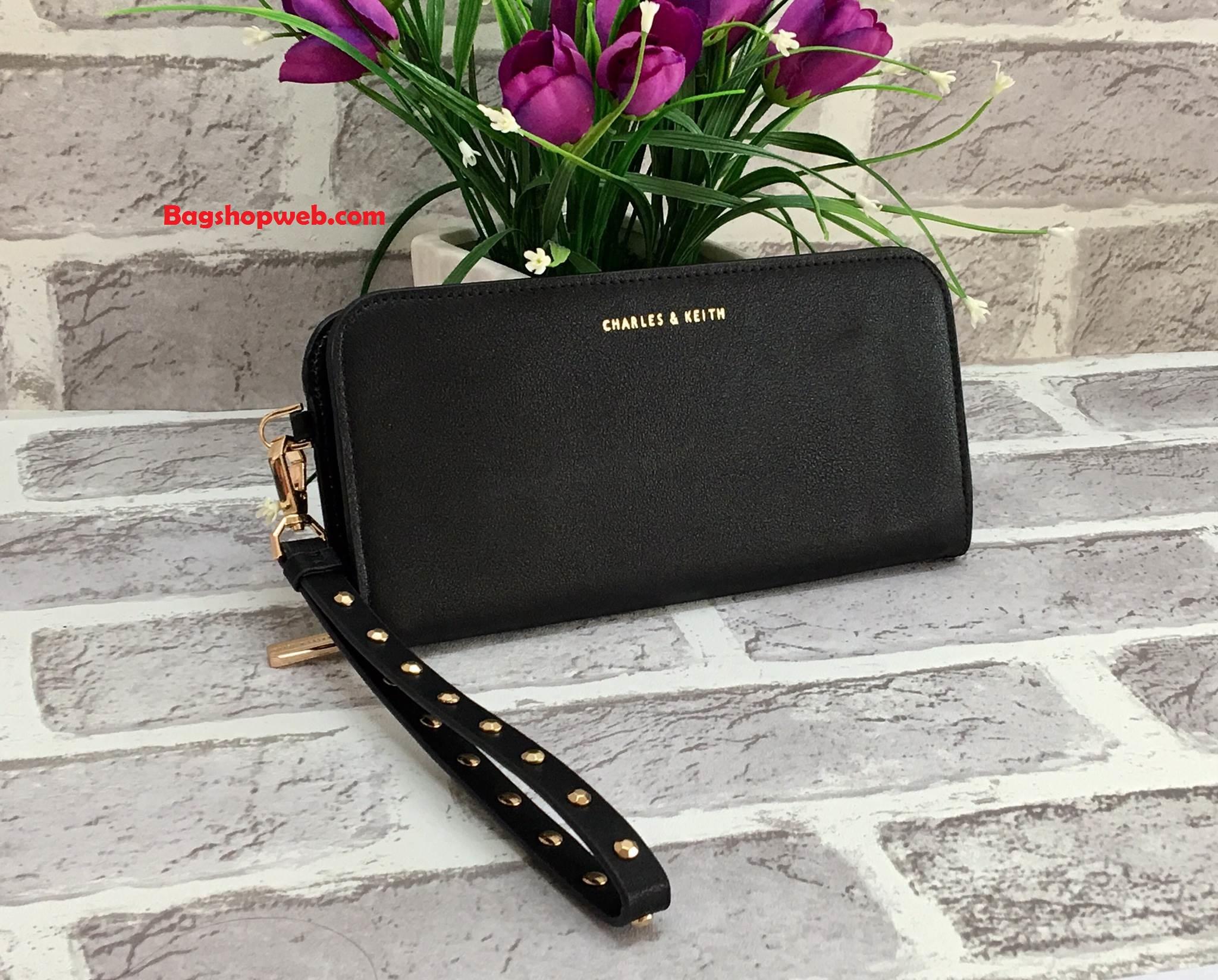 กระเป๋าสตางค์ใบยาว CHARLES & KEITH LONG WALLET หนังเรียบ สีดำ พร้อมสายคล่องมือ
