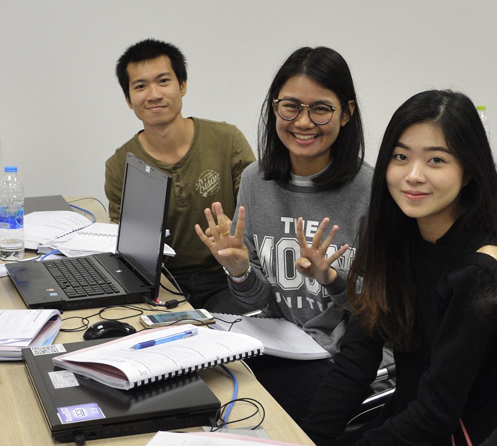"""สอนขายของออนไลน์และสอนการตลาดออนไลน์เพื่อเป็น""""เถ้าแก่น้อยออนไลน์""""สำหรับน้องนักเรียนนักศึกษาเตรียมตัวเป็นนักธุรกิจและเจ้าของกิจการทีประสบความสำเร็จตั้งแต่อายุน้อย"""