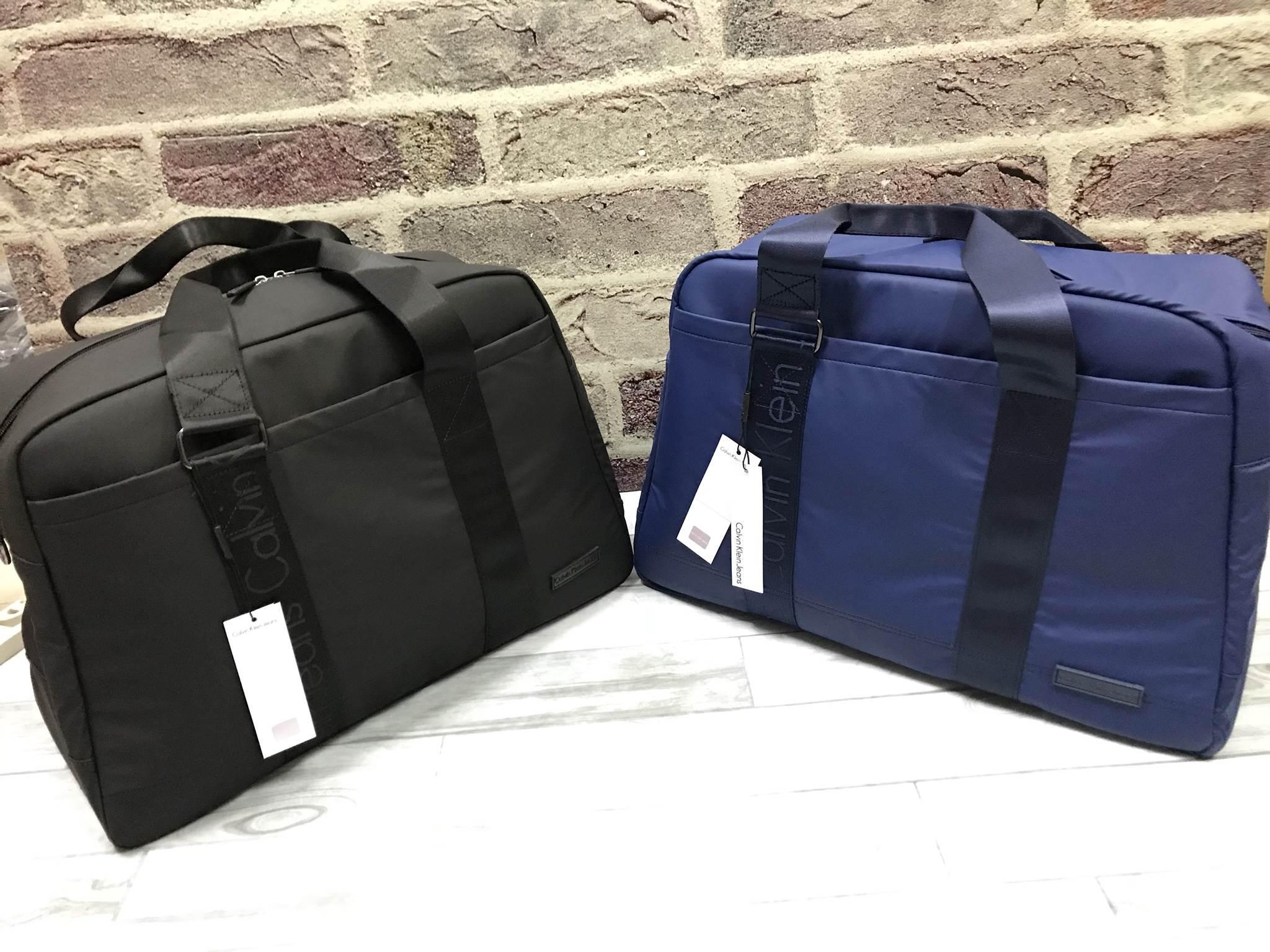 CALVIN KLEIN JEANS Travel Waterproof Bag *สินค้า outlet มี 2 สีให้เลือก