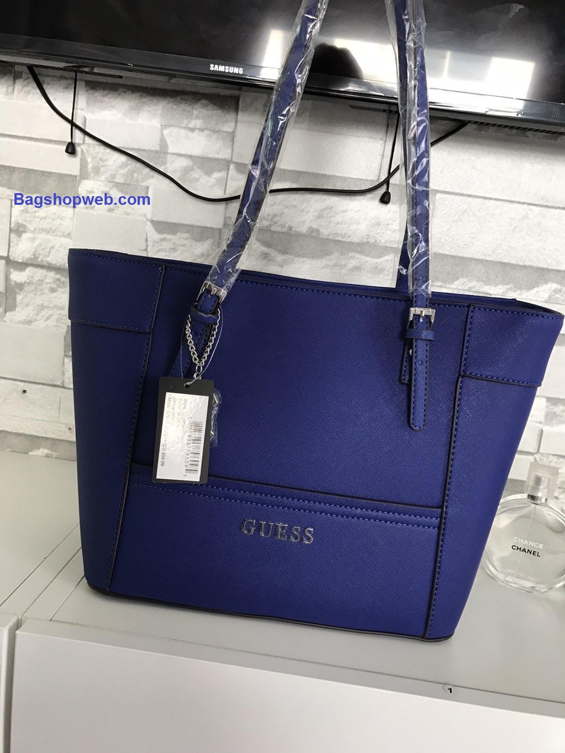 กระเป๋า GUESS Saffiano Prada Style with KeyChain สีน้ำเงิน ราคา 1,690 บาท Free Ems