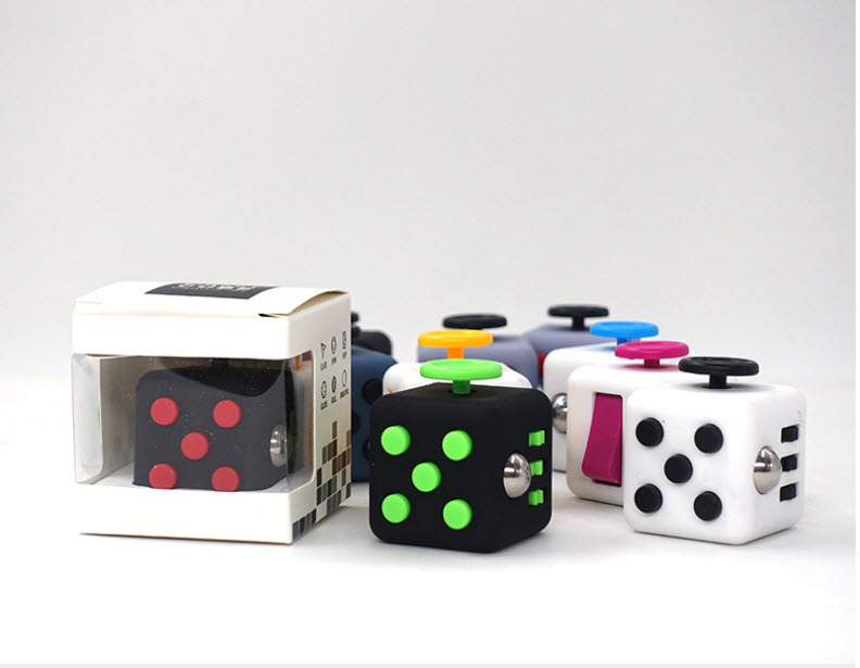 "Fidget Cube"" ลูกเต๋าแก้เหงามือ"