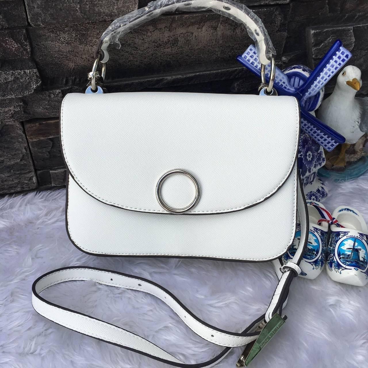 NEW 2017 CHARLES & KIETH CIRCULAR DETAIL HANDBAG กระเป๋าสะพาย ขนาดกำลังดี สีขาว