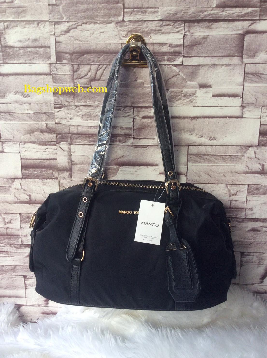 กระเป๋า MANGO NYLON HANDBAG สีดำ กระเป๋าผ้าไนล่อนเนื้อดีและหนา ทรงหมอน มาพร้อมสายสะพายยาว