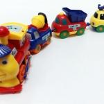 รถไฟแม่เหล็ก การ์ตูนหรรษา (มีแม่เหล็กดูดรถให้ติดกัน)