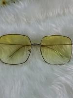 แว่นกันแดด สีเหลี่ยมเหลืองไล่สี