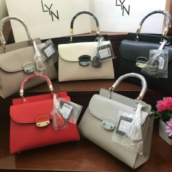 LYN WILLOW S BAG free ถุงผ้า**สินค้าoutlet**