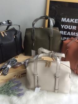 CHARLES & KEITH Structured Handbag มี 4 สีให้เลือกค่ะ