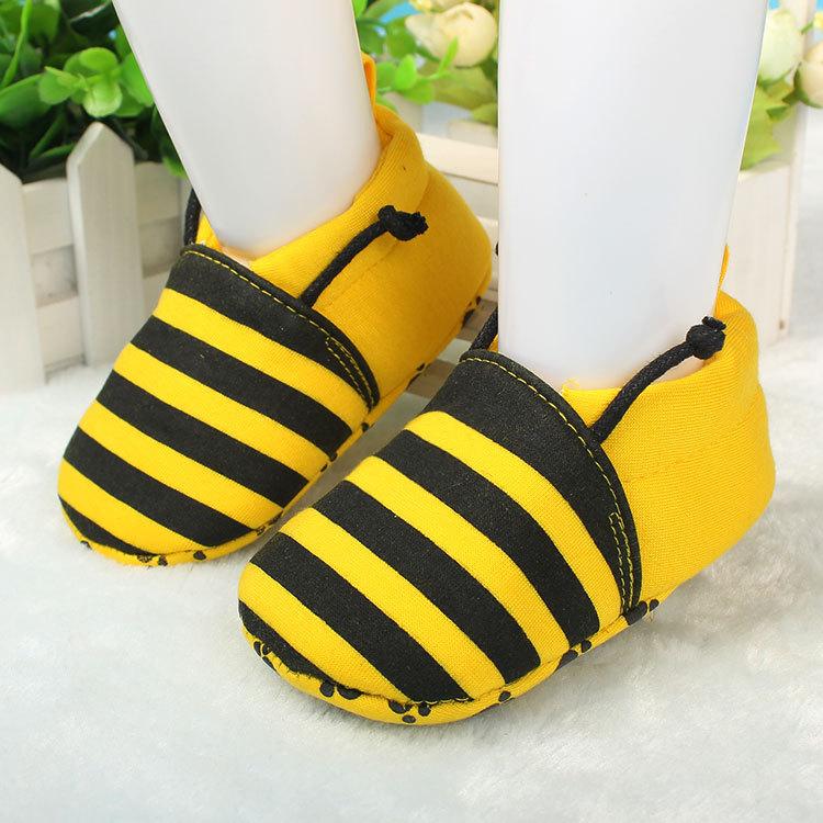 รองเท้าเด็กอ่อน ลายผึ้งสีเหลือง วัย 0-12 เดือน