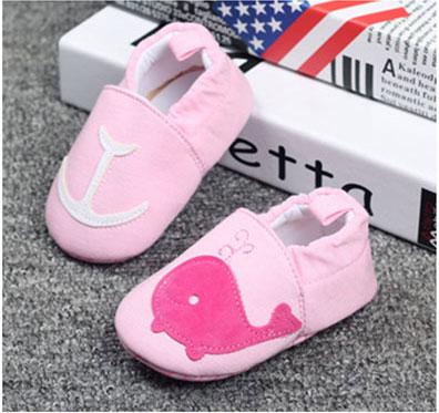รองเท้าเด็กอ่อน ลายโลมาสีชมพู วัย 0-12 เดือน