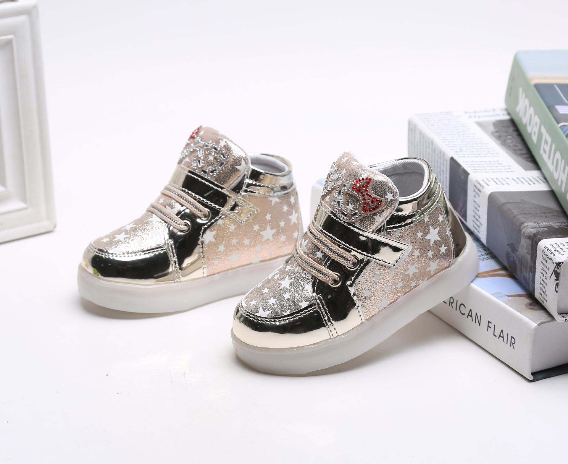 รองเท้าคัชชูเด็กเล็ก สีทองเมทัลลิค มีไฟ+เรืองแสงในที่มืด Size 26 - 30