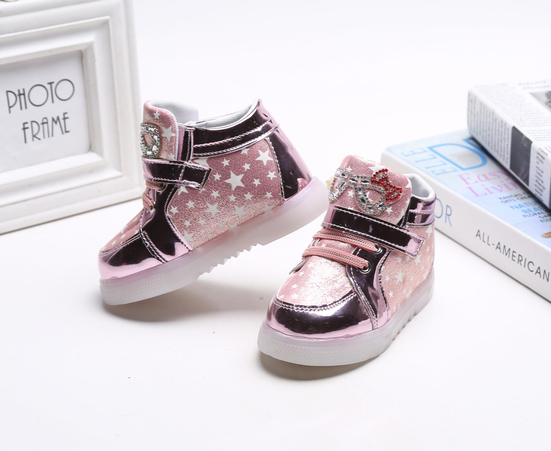 รองเท้าคัชชูเด็กหญิงตัวน้อย สีชมพูเมทัลลิค มีไฟ+เรืองแสง Size 21-25
