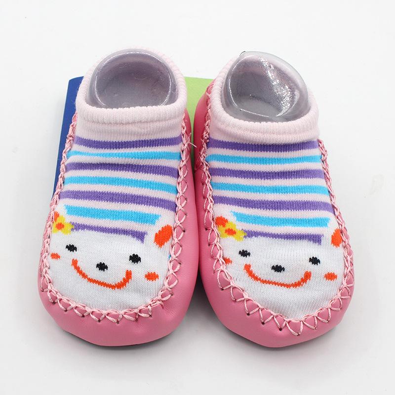 ถุงเท้ารองเท้า มีกันลื่น เด็กเล็กวัย 0-2 ปี เนื้อผ้านุ่มนิ่ม ลายกระต่ายสีชมพูอ่อน