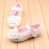รองเท้าคัทชูเด็กหญิงสีขาวประดับพุ่มดอกไม้น่ารัก Size 21-25 (เท้ายาว 11.5-13.5 ซม.)