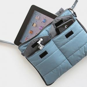 กระเป๋าใส่ไอแพด หรือแท็บเล็ต ผลิตจากโพลีเอสเตอร์เนื้อละเอียด บุด้วยใยสังเคราะห์เนื้อนุ่ม พกพาสะดวก ป้องกันรอยขีดข่วนได้ดีมาก